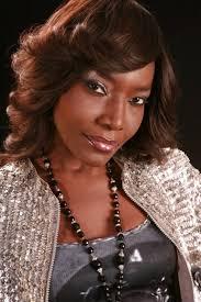 Coumba Gawlo SECK : Charme , gloire, beauté et générosité , 25 ans de carrière et le temps est comme suspendu ; le geste est langage et appelle à la paix, la concorde, le partage, …