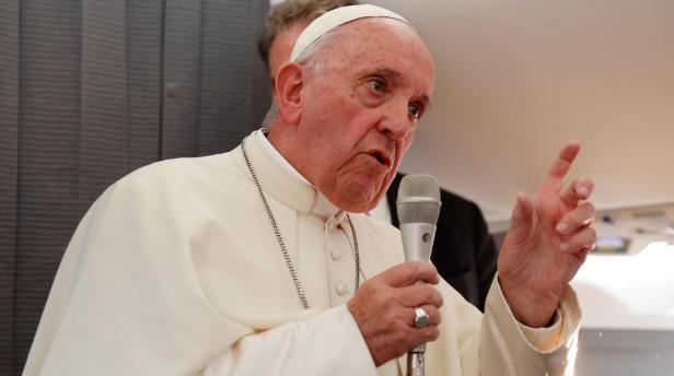Messe inédite en plein air du pape François aux Emirats