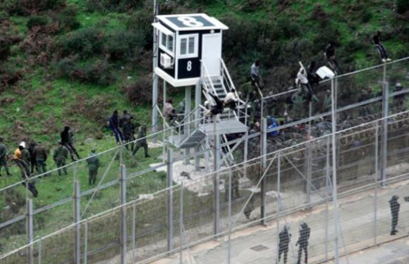 L'Espagne va augmenter la hauteur des clôtures frontalières à Sebta