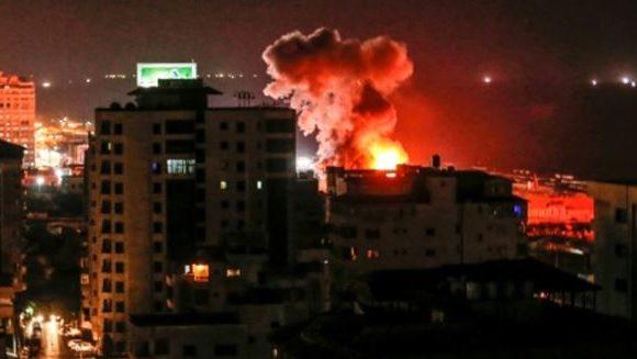 Israël a mené une centaine de frappes à Gaza en riposte à des roquettes