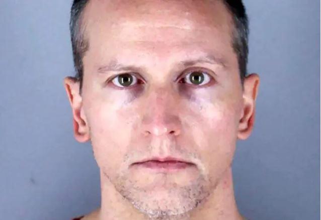 Le policier accusé du meurtre de George Floyd comparaît en justice pour la première fois