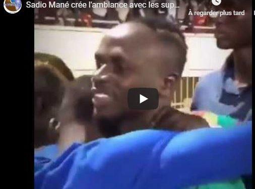 Sadio Mané crée l'ambiance avec les supporters à la fin du Match Sénégal-Congo