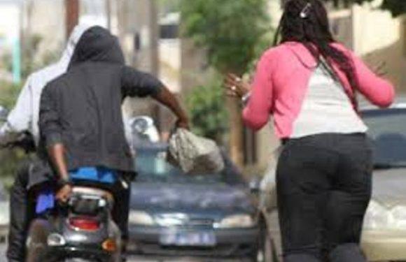 Vol à l'arrachée : Deux individus lynchés puis arrêtés par la police